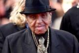 Отец Майкла Джексона умирает